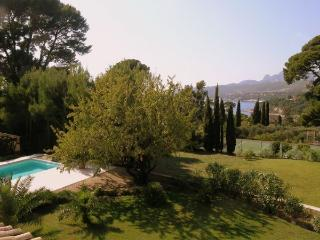 Villa Cassis, sleeps up to 8,private pool,nr beach