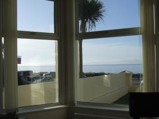 Beachfront holiday apartment in Pwllheli with gorgeous sea views