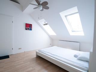 Artist Penthouse Apartment in Kreuzberg, Berlin, Berlim