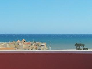 Excellent Penthouse Lovely sea and mountain views.beach five minutes stroll away