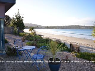 Frogmouth Cottage Live on the most beautiful Beach