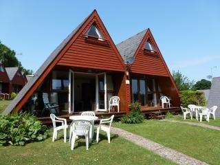 Chalet 68 Kingsdown Park, 5 minutes walk to beach, swimming pool, WiFi included.