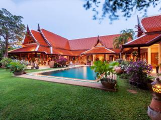 Luxury 8 BR Thai Style Villa Private Pond & Park, Rawai