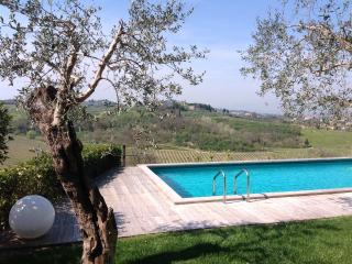 Casa con piscina con vista sui vigneti