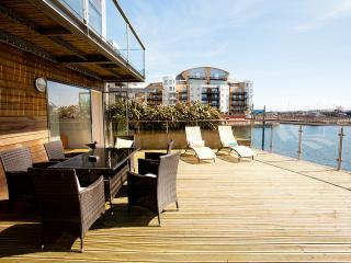 CARDIFF BAY W/FRONT APARTMENT