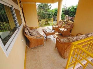 GRACEYVILLE 3 BEDROOMS SELF/ CATERING VILLA RENTAL, Acra