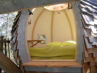 Le Lov Nid, cabane dans les arbres, 2 personnes, Lembras