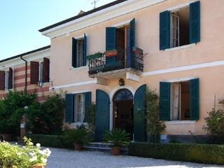 6 bedroom Villa in Bardolino, Lake Garda, Italy : ref 2230332