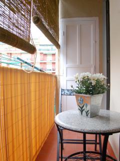 Balcón con tendedero por si es necesario.