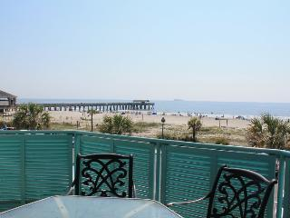 Sandpiper Condominiums - Unit 206 - Ocean Front Panoramic Views of Tybee Beach - FREE Wi-Fi, Tybee Island
