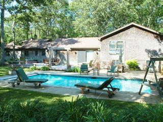 MONEN - Vacation Retreat, Heated Pool, AC, WiFi, Close Proximitity to Towns and, Vineyard Haven
