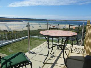 Dolphin Pet Friendly Bungalow 150 yards from beach, Hayle