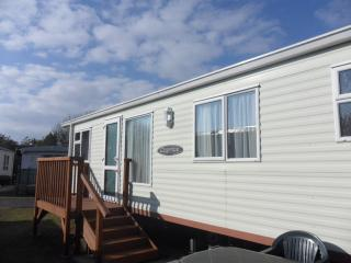 Caravan/mobile home with shared pool near Tenby