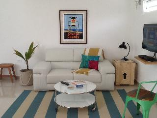 Cozy studio steps to the beach in Ocean Park, great value!, San Juan