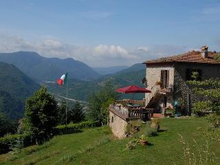 Villa Donato 'Serena' - Experience Tuscany as a lo, Bagni Di Lucca