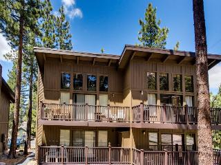 Close ski and lake access, room for 4!, South Lake Tahoe