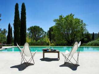 French Country House Vacation Rental with a Pool in Gordes
