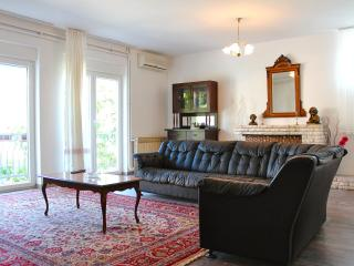 Vintage Apartment near Beach and City Center, Pula
