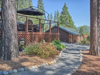 Quiet Cabin & Cottage with Lovely Gardens & Views, Bass Lake
