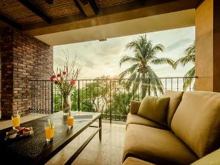 Beachfront views with 3bd 3.5ba on the point in Tamarindo CS203