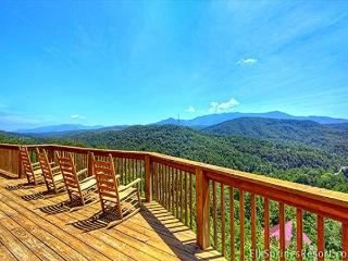 7 Bedrooms - Awesome Views - 4 Minutes to Downtown, Gatlinburg