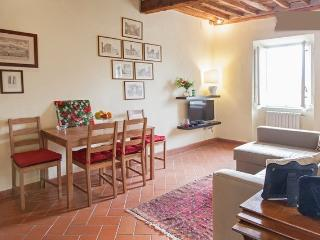 2bedroom apartment overlooking the Walls of Lucca