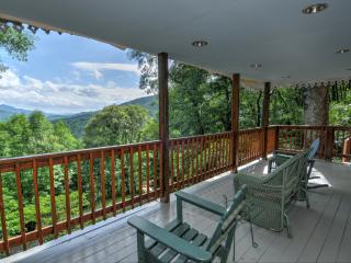 Swiss Cottage-Amazing Views, Waynesville