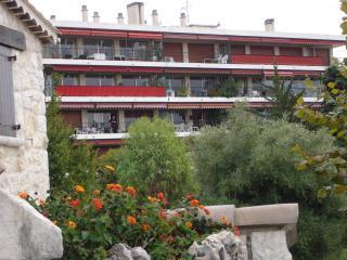 l'immeuble avec l'appartement endernier étage à gauche
