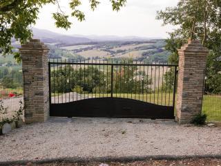Cancello d'ingresso con panorama