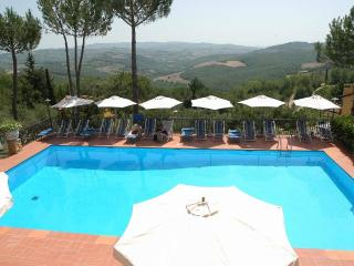 Il Pino - Apartment with pool and WiFi, San Donato in Poggio