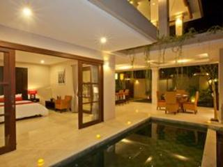 Room with side pool