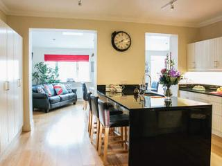 Charming Town House Within A 15 Minutes Bus Ride T, Dublin