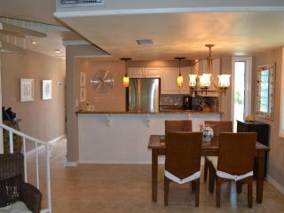 Gulf And Sound View Condo 2 Bedroom/ 2.5 Bath Sleeps 6, Pensacola Beach