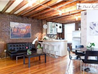 Modern/Rustic Private Garden Apartment, Long Island City