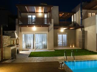 Ossiano Pool Villas ( private) 2 min to Haraki bay and 10 min to Lindos