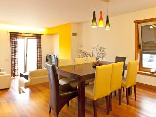 Dining room with extendable table 2.8 m