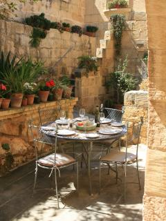 Relaxed outdoor dining