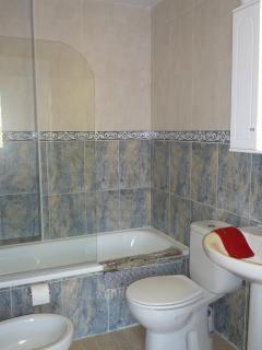 Bathroom 1 (en-suite to Master Bedroom)
