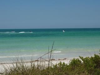 Sun Porch - Florida Island Beach House, Bradenton Beach