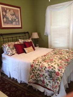The Front Bedroom has a queen-size bed! flat screen TV and WIFI access.