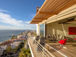 New Penthouse 1BR/2BA + Loft with Rooftop Pool, Puerto Vallarta