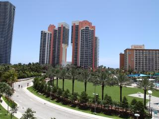 Stylish 1 BD  Sunny Isles Ocean View