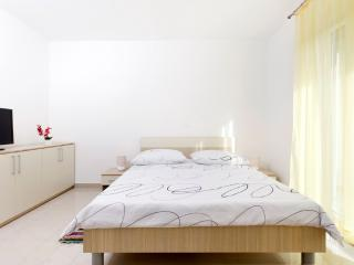 Studio apartment with balcony (2), Podstrana