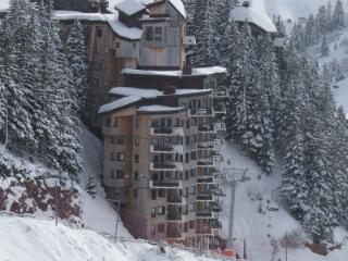 An easy stroll to the town centre from the top floor - SKI IN - SKI OUT from the bottom