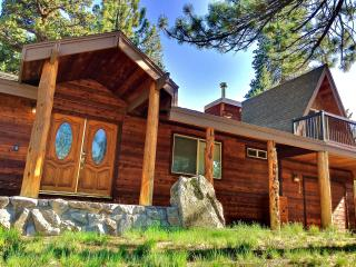 Family Friendly 3BR/2BH W/hot tub Lake Tahoe