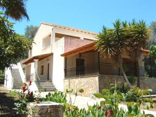 3 spacious & cozy apts X 4 beds on Corfu island 1.