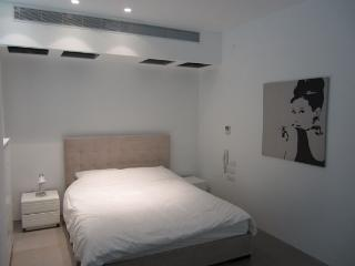 3 Bedroom Hayarkon Street one block from the Beach - new Building, Tel Aviv