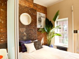 Vintage East Village 1-Bedroom with Exposed Brick, Nova York