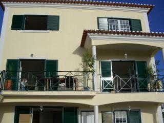 Luxury 5 BED Villa/ Heated Pool/WIFI/Outside Dining near Ericeira -sleeps 12+2