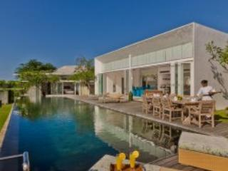 Bali 4-Bedroom Luxury Private Cliff-Top Villa, Ungasan